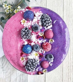 berries smoothie, vegan and smoothie bowl