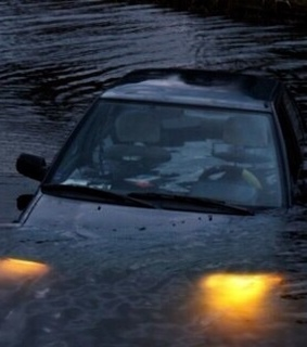 car, sinking and car drowning