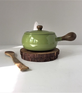 green, fondue and pour