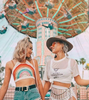 girl, coachella and friends