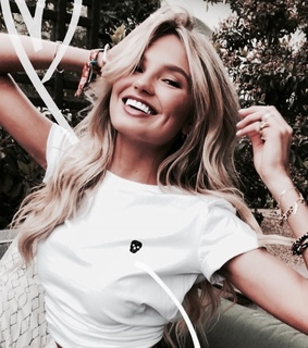 romee strijd, smile and hair