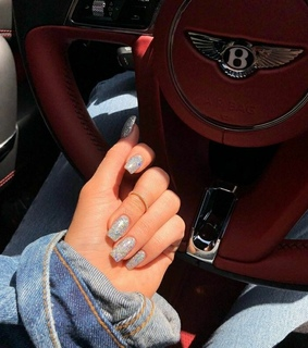 Bentley, nails and hologrÁfic
