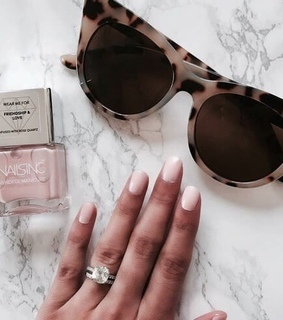 fashion, chic and nails