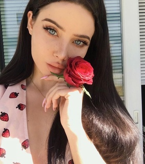 freckles, ig model and roses