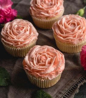 cupcakes, desserts and sweets