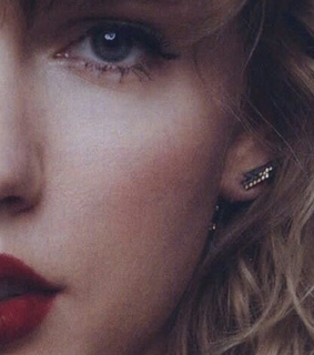 Taylor Swift, red lips and Reputation