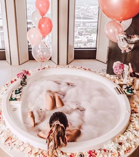beautiful girl, bubbles and we heart it
