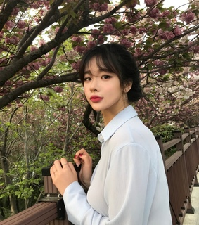 park, flowers and ulzzang girl