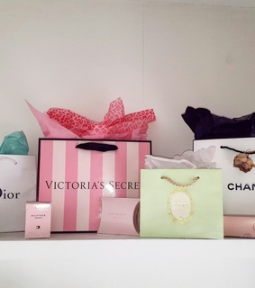 shopping bags idea, girly bedroom and pink decor