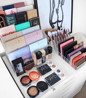 vanity, makeup and Foundation