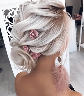 acess, blond and details