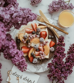 lilac, fruit and cream