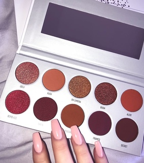 colors, cosmetics and eyeshadow palette