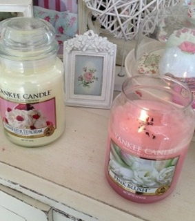 light, yankee candles and room