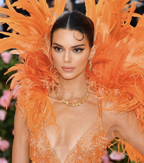 fashion, goals and met gala
