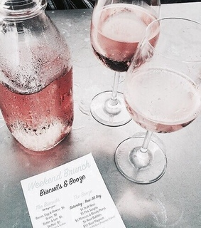 rosegold, drinks and biscuits