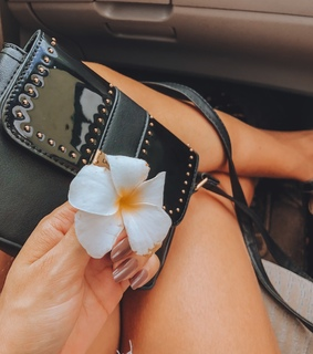 acess, bags and flowers