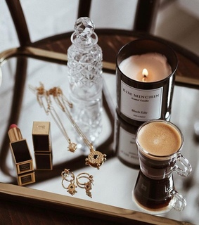 parfüme, lips and candle