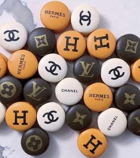 Louis Vuitton, biscuits and chanel