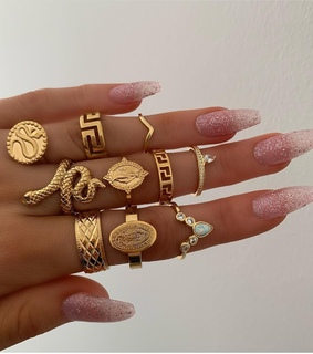 nails, accesorios and gold