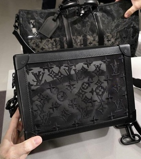 Louis Vuitton, beautiful and black