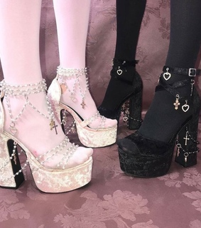 goth, pastel goth and pink