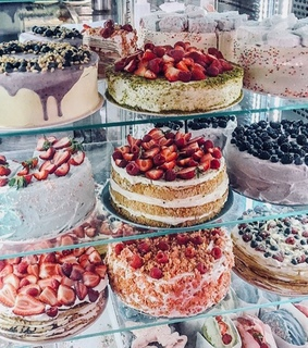 cakes, FRUiTS and pastels