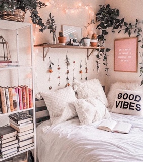aesthetic, bed and gold