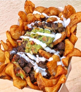 avocado, beef and chips