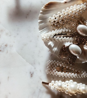 hair clips, pearls and hair