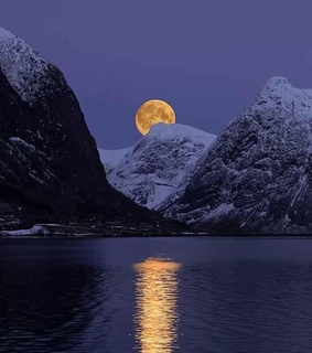 moon, natural and noruega