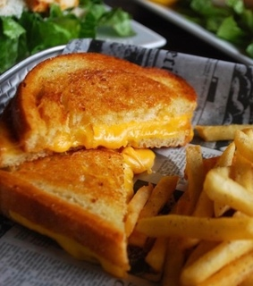 grilled cheese, bread and food