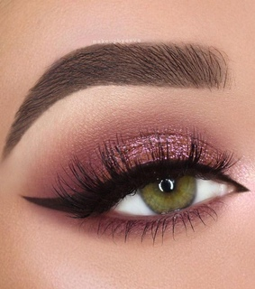 green eye and pink