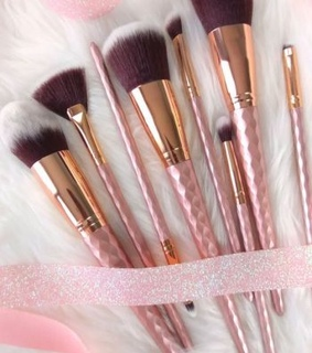 Brushes, beauty and brochas