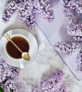 tea time, cup of tea and spring flowers