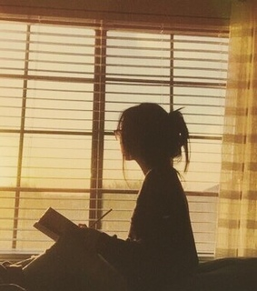 ?fille, woman and reading