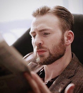 reading, newspaper and hot actors