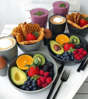 FRUiTS, breakfast and cake
