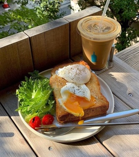 bread, breakfast and coffee