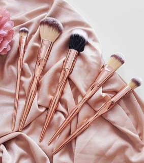 Brushes, beauty and luxury