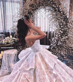 Couture, Queen and bride