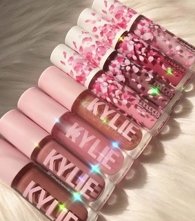 kylie jenner, pink and mac cosmetics