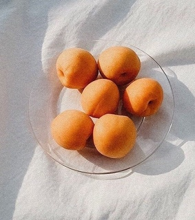 fruit, peaches and minimalism