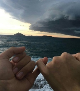 hands, nubes and love