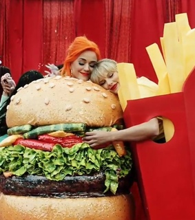 je suis calme, katy perry and Taylor Swift
