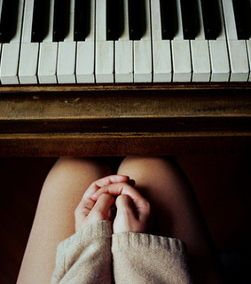 music, fingers and piano