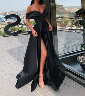 Queen, black and dress