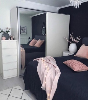 Blanc, pink and Chambre