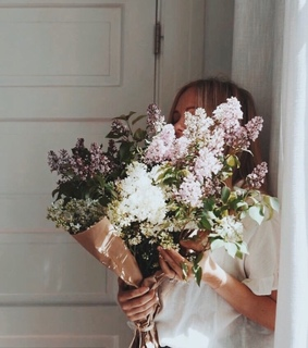chic, fashion and flowers