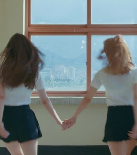 couple, wlw and holding hands